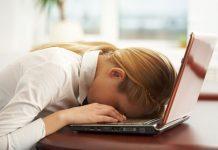 Chronic-Fatigue با دیدن این ۷ نشانه شغل خود را ترک کنید