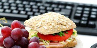 کاری که افراد موفق در وقت ناهار انجام میدهند