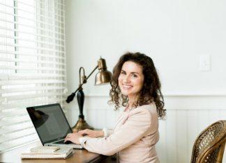 رازهای موفقیت زنی که با سه روز کار در هفته 23 هزار دلار درآمد دارد